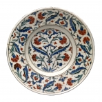 Dish with a design of saz leaves and red carnations, Îznik