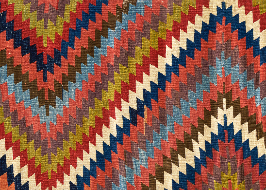 Textile with zig-zag pattern
