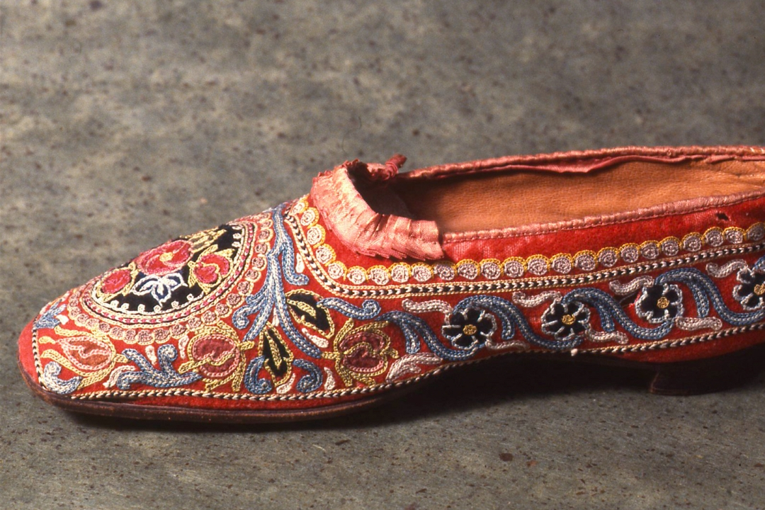 Embroidered shoe